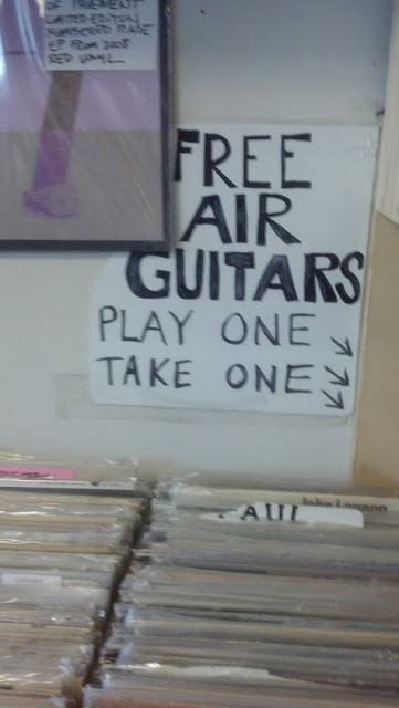 High Fidelity Records - Amityville (Long Island) New York - Free Air Guitars