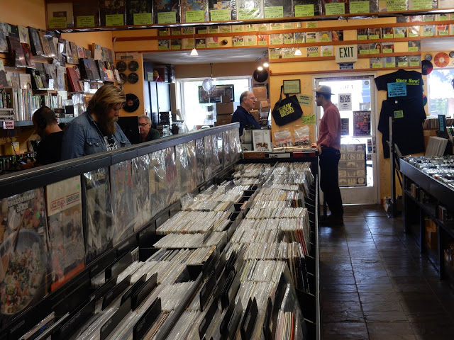 Freakbeat Records - Sherman Oaks Los Angeles California - Store interior