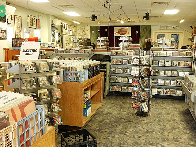 Record Collector - Bordentown NJ - store interior