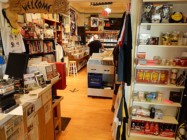 Randy Now's Man Cave - Bordentown NJ - Store interior
