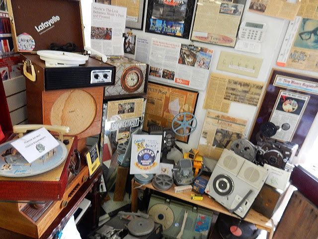 Merle's Record Rack - Orange Connecticut - Old Record Players